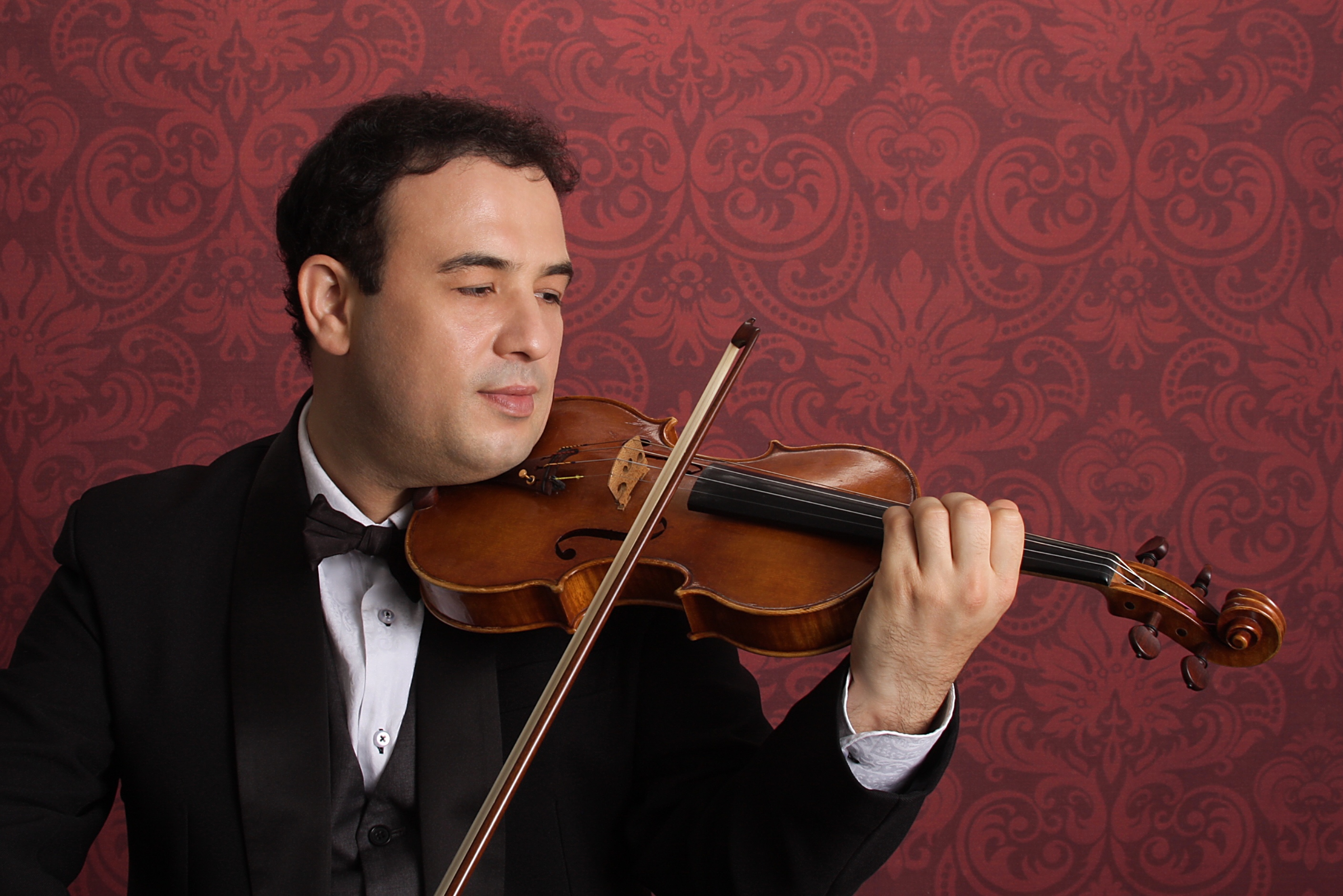 Jonathan Leviim will present Violin with LoveL'CHAIM MAGAZINE